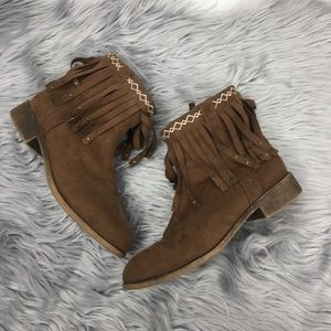 ⭐️Bongo girls ankle booties size 4